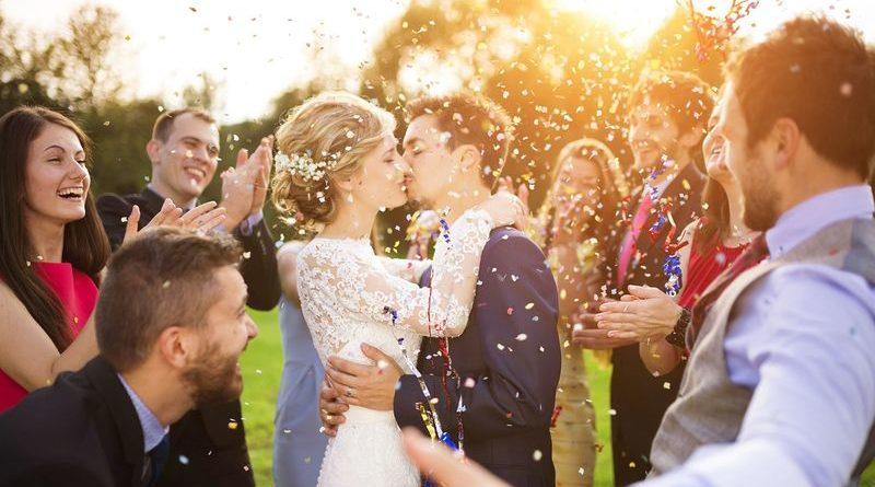 красивые свадебные фотографии конфети свадьба