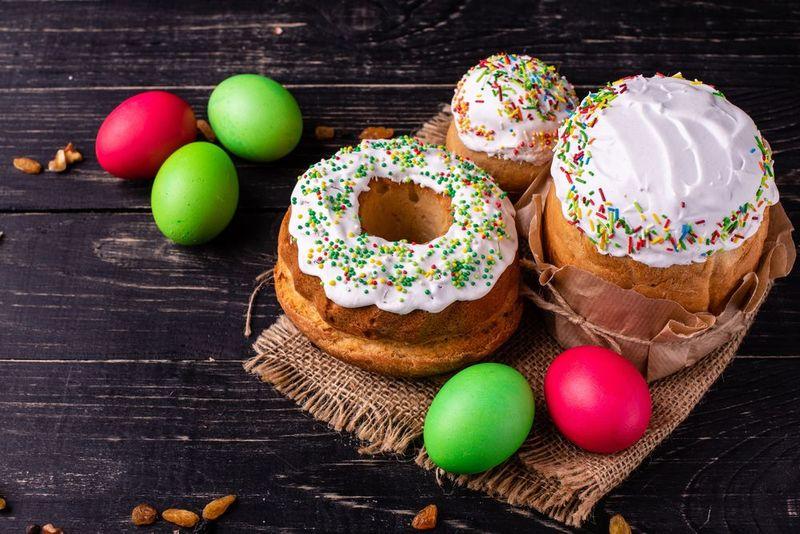 Почему на Пасху красят яйца и пекут…