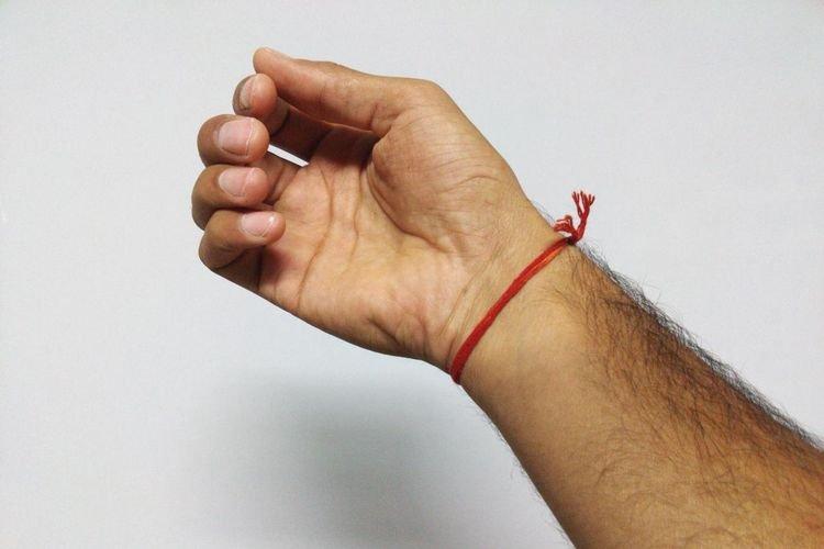 Как правильно завязывать красную нитку