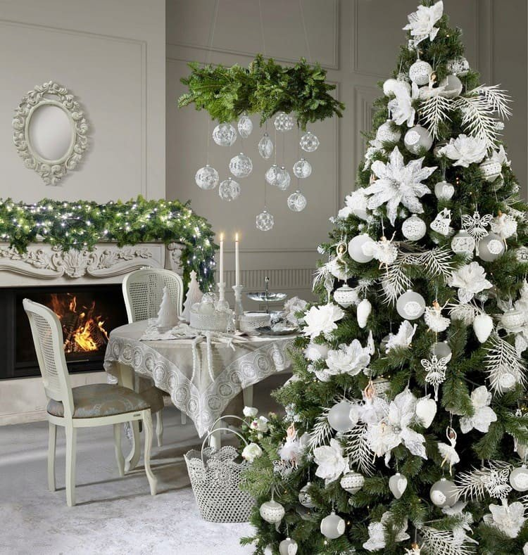 Цветы на елке