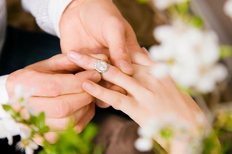 Что такое помолвка и зачем она нужна – все о помолвке в России
