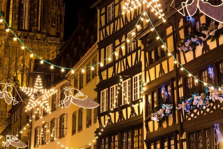 Украшение улиц к Рождеству во Франции