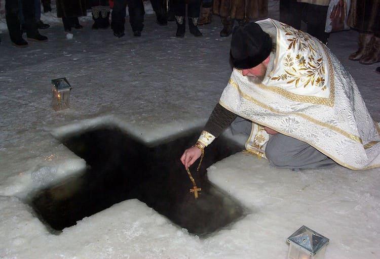 Освящение крещенской воды