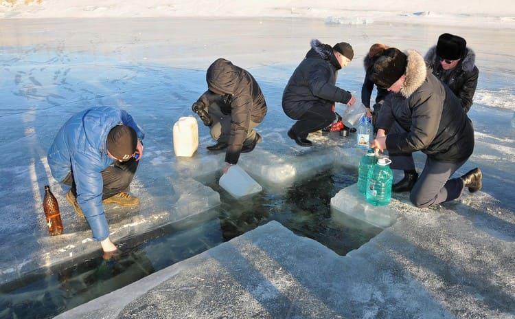 Время набирать воду на Крещение