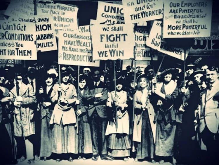 Манифестация работниц