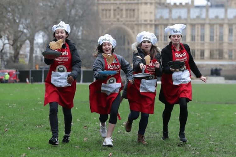 Забег со сковородками в Англии